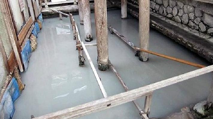 onsen mud bath at beppu
